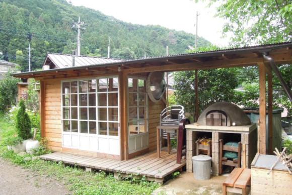 庭仕事で休憩したり、カフェのように人が集って楽しめる場所に。