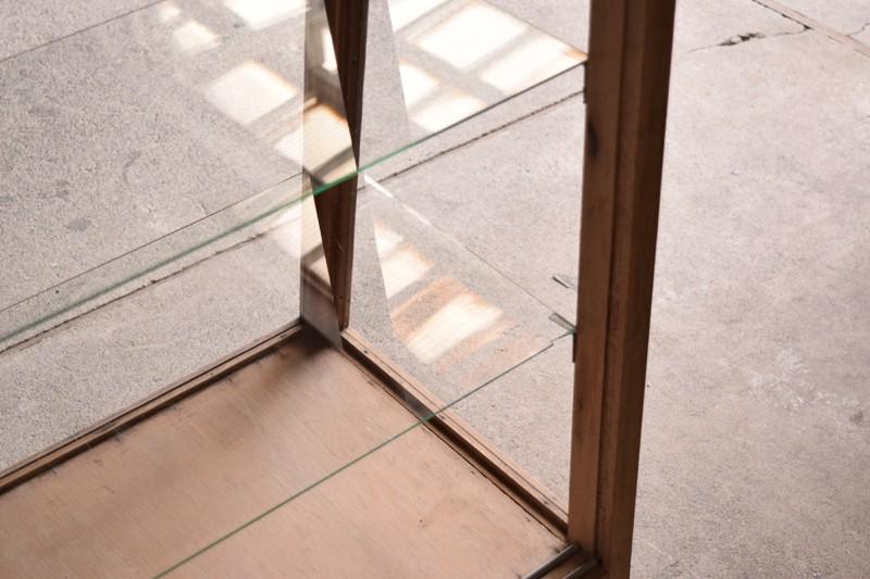 ガラスもいいコンディション,アンティーク,ヴィンテージ,ガラスケース,ショーケース,ショップ,店舗,什器,食器棚