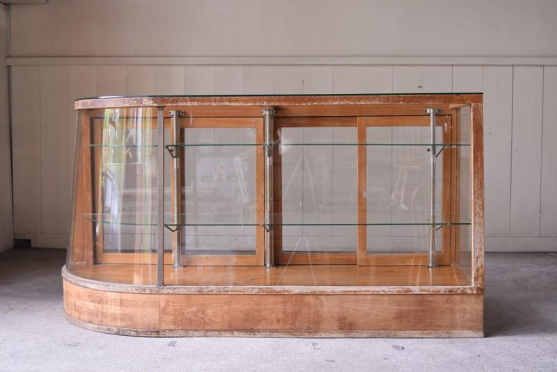 お店の顔となるメインショーケースとして,アンティーク,ガラスケース,ショーケース,パンケース,什器,陳列,ショップ