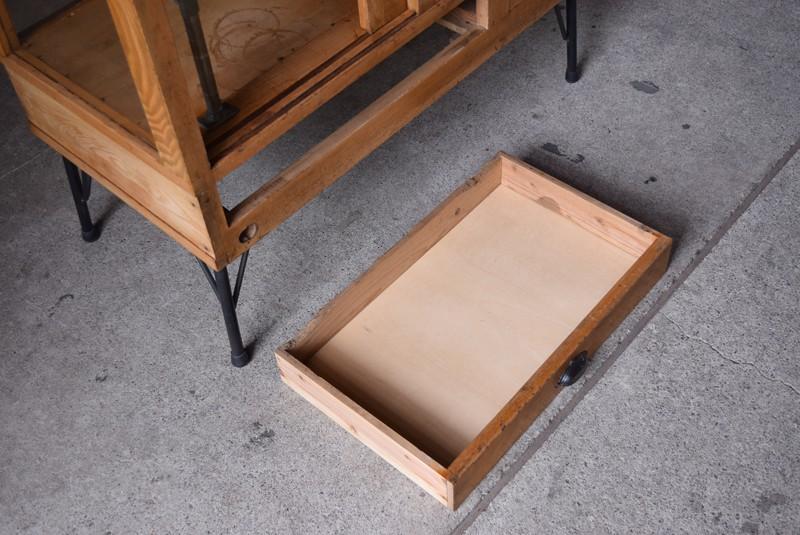 引き出し内部もきれい,アンティーク,ガラスケース,ショーケース,パンケース,什器,陳列,ショップ
