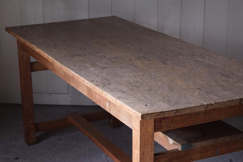 アンティーク,楢材,ナラ材,テーブル,作業台,学校,アトリエ,図工室,天板の雰囲気