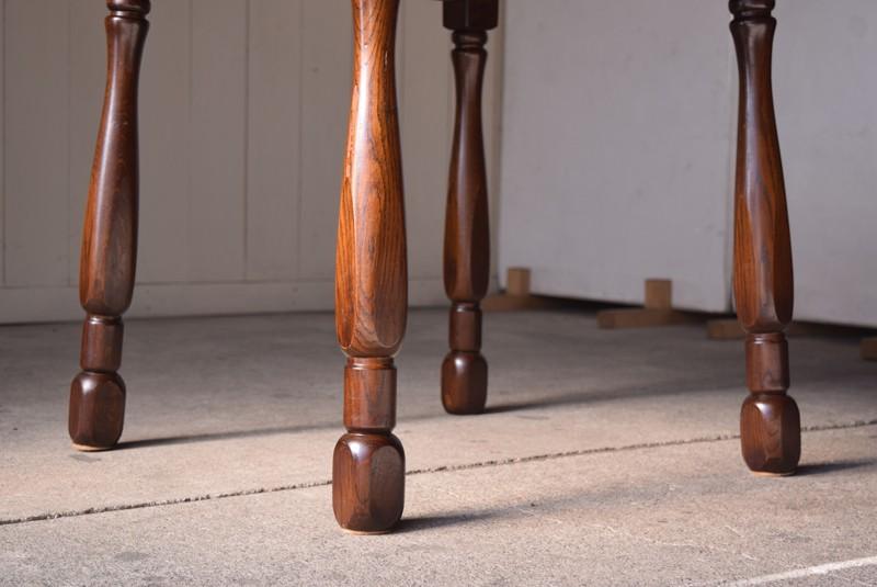 脚は細身でもしっかりとした造り,アンティーク,ヴィンテージ,ダイニングテーブル,ダイニングチェア,ホイールバックチェア,椅子,イギリス,アーリーアメリカン,カントリー
