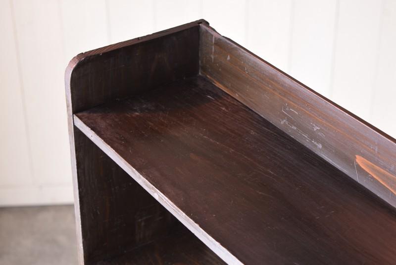 濃い色合いで使用感も目立ちにくい,アンティーク,本棚,オープンラック,什器,陳列,収納,クサビ