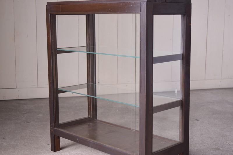 視界が抜ける4面ガラス,アンティーク,ガラスショーケース,ガラスケース,陳列棚,レジカウンター,食器棚