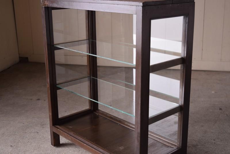 ガラスの棚板は2枚アンティーク,ガラスショーケース,ガラスケース,陳列棚,レジカウンター,食器棚