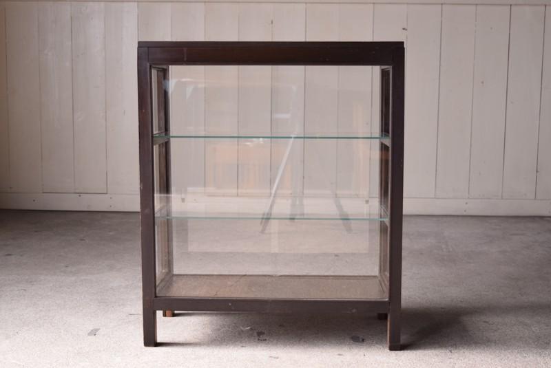圧迫感のない間仕切りとしても,アンティーク,ガラスショーケース,ガラスケース,陳列棚,レジカウンター,食器棚