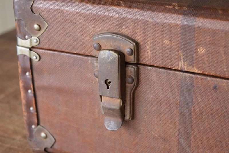 金具,鍵はなし,アンティーク,ヴィンテージ,トランク,収納,ディスプレイ,小道具,キャンバス