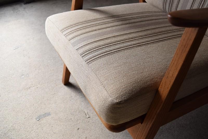 座面クッションも厚みがありよい状態,デンマーク家具,北欧家具,イージーチェア,ソファ,ビンテージ,チーク材,オーク材