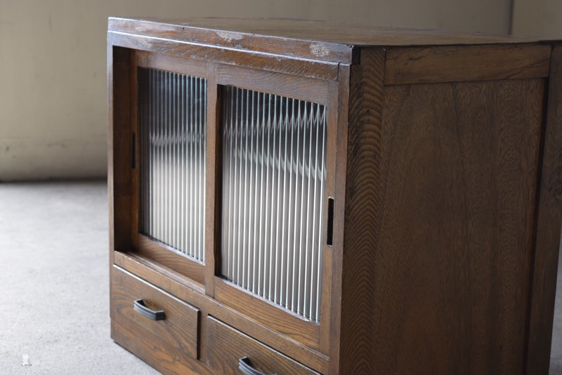 状態のいいモールガラスが良い雰囲気,アンティーク,収納,食器棚,戸棚,モールガラス,小振り,古道具