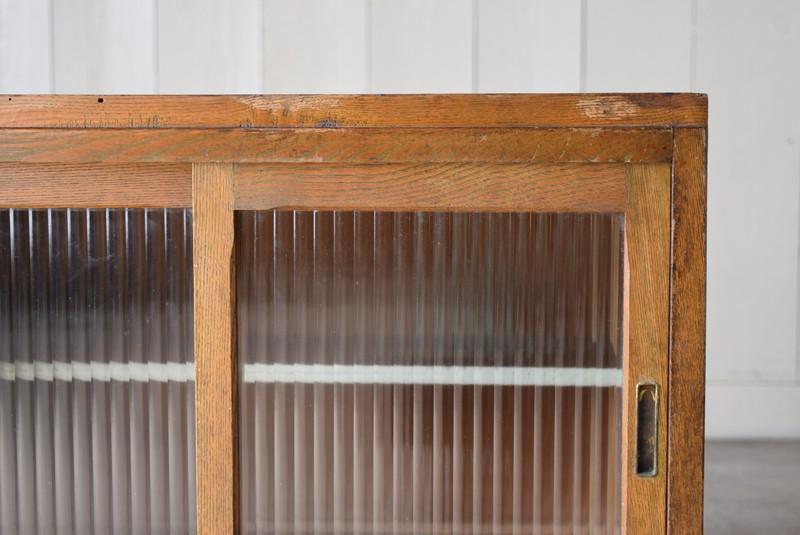 中を見せすぎないモールガラス,アンティーク,収納,食器棚,戸棚,モールガラス,小振り,古道具