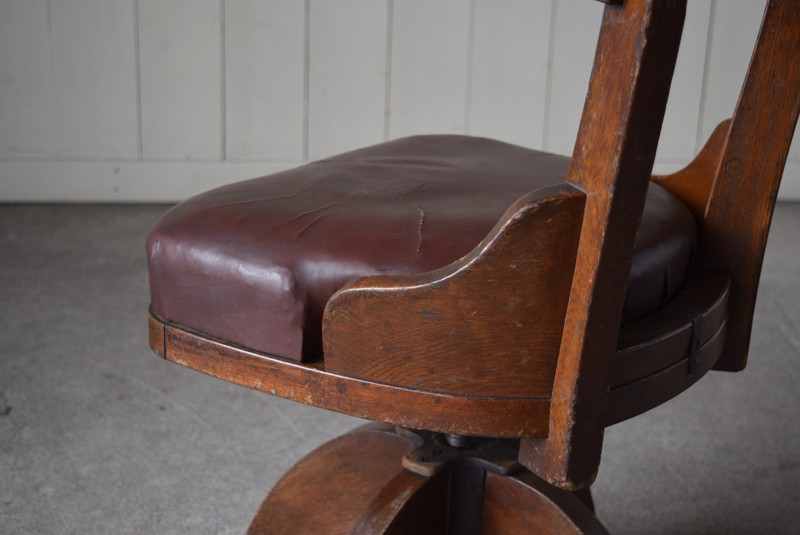 味のある風合い,アンティーク,ヴィンテージ,チェア,椅子,回転椅子,郵便局,木製