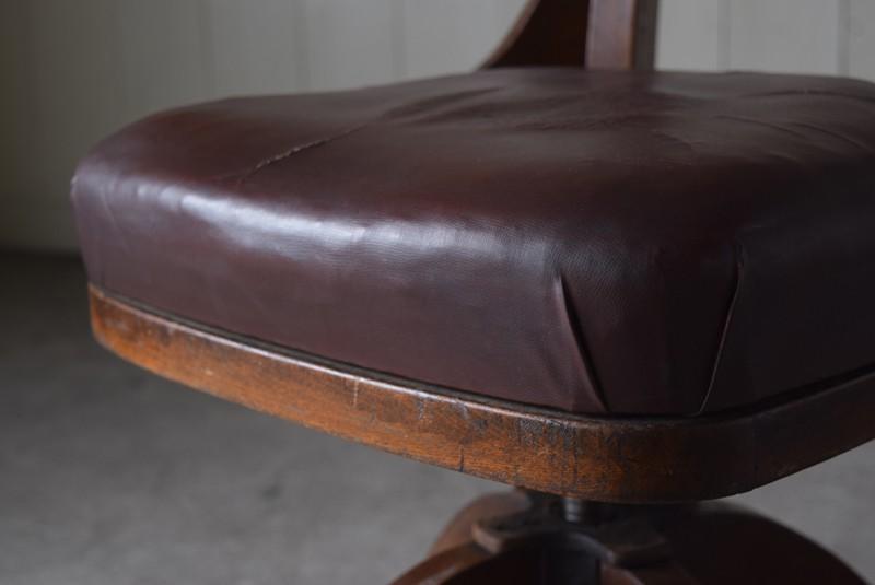 座面の厚み,アンティーク,ヴィンテージ,チェア,椅子,回転椅子,郵便局,木製
