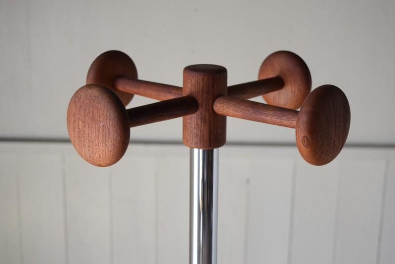 木目のきれいなチーク,ヴィンテージ,ポールハンガー,北欧家具,デンマーク,チーク材,傘立て,金属