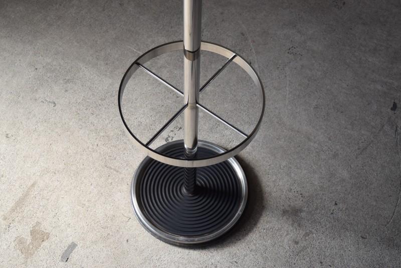 下部は傘立てとして使えます,ヴィンテージ,ポールハンガー,北欧家具,デンマーク,チーク材,傘立て,金属