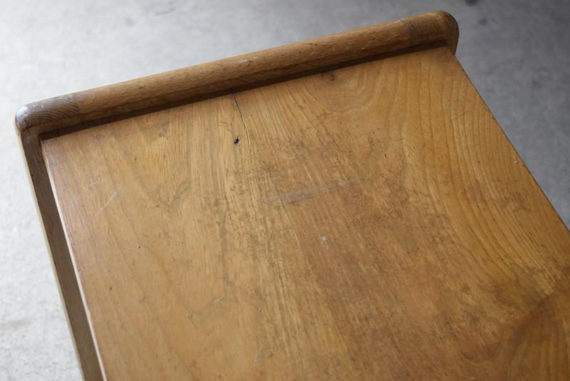 天板に無垢特有の割れあり,アンティーク,ヴィンテージ,サイドテーブル,ローテーブル,ナイトテーブル