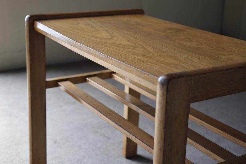 厚みのある無垢材,アンティーク,ヴィンテージ,サイドテーブル,ローテーブル,ナイトテーブル
