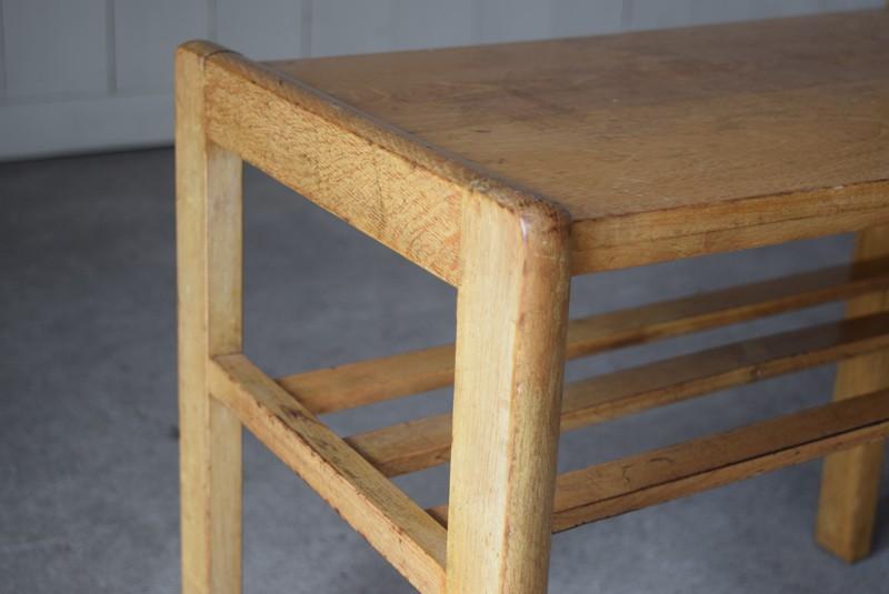角は丸みを持たせ優しい印象に,アンティーク,ヴィンテージ,サイドテーブル,ローテーブル,ナイトテーブル