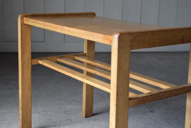 格子状のラックつき,アンティーク,ヴィンテージ,サイドテーブル,ローテーブル,ナイトテーブル