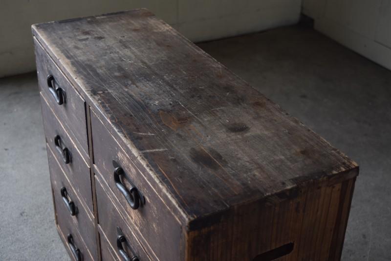 天板の状態,古道具,民芸,箪笥,帳場箪笥,和箪笥,収納,水屋,引き出し,和金具,飾り台,