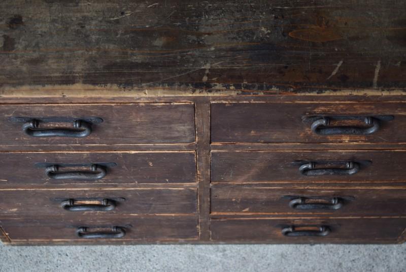 小間物整理には便利な大容量の引き出し,古道具,民芸,箪笥,帳場箪笥,和箪笥,収納,水屋,引き出し,和金具,飾り台,