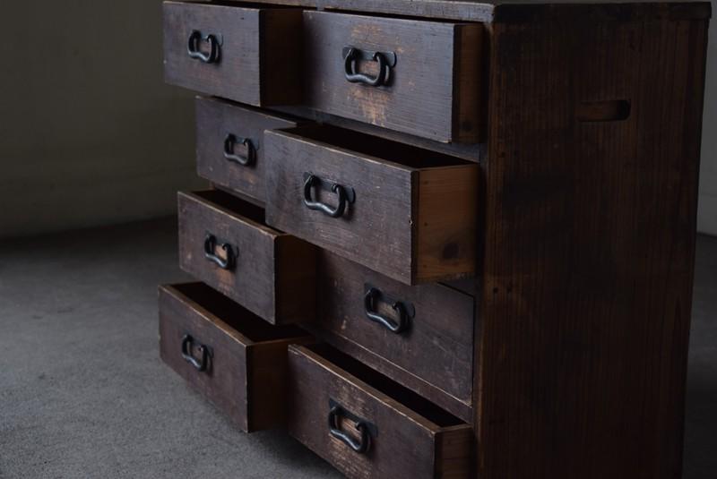引き出しは全部で8杯,古道具,民芸,箪笥,帳場箪笥,和箪笥,収納,水屋,引き出し,和金具,飾り台,
