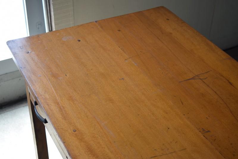 天板の雰囲気,アンティーク,デスク,机,テーブル,作業台,平机,引き出し,無垢材,ヴィンテージ