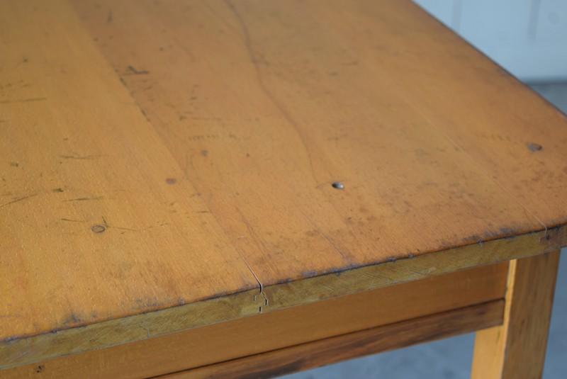 天板のコンディション,アンティーク,デスク,机,テーブル,作業台,平机,引き出し,無垢材,ヴィンテージ