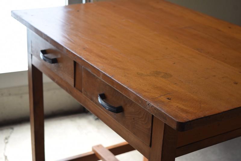 使用感はあるものの艶のある状態,アンティーク,デスク,机,テーブル,作業台,平机,引き出し,無垢材,ヴィンテージ