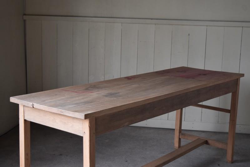 木肌の自然な風合い,アンティーク,テーブル,陳列台,作業台,カウンター,長テーブル,ワークテーブル,無垢材