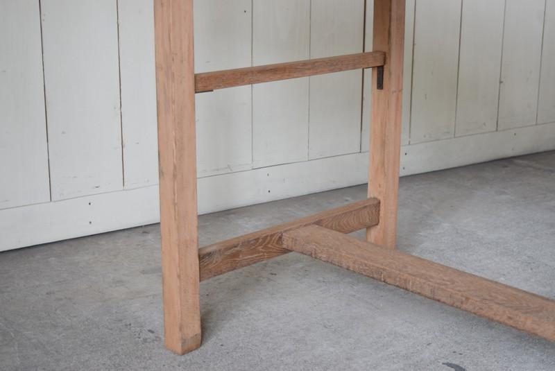 しっかりと組まれた脚,アンティーク,テーブル,陳列台,作業台,カウンター,長テーブル,ワークテーブル,無垢材