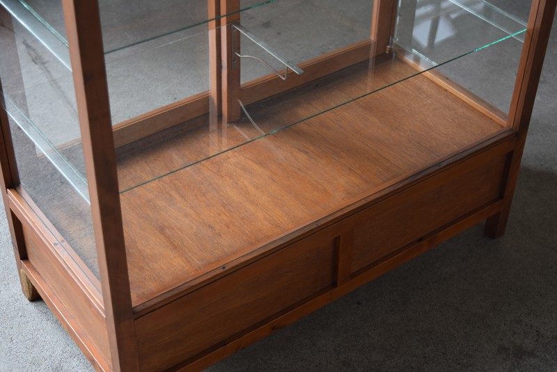 底板,アンティーク,陳列,ガラスショーケース,ガラスケース,食器棚,コレクションボード,パンケース,店舗,什器