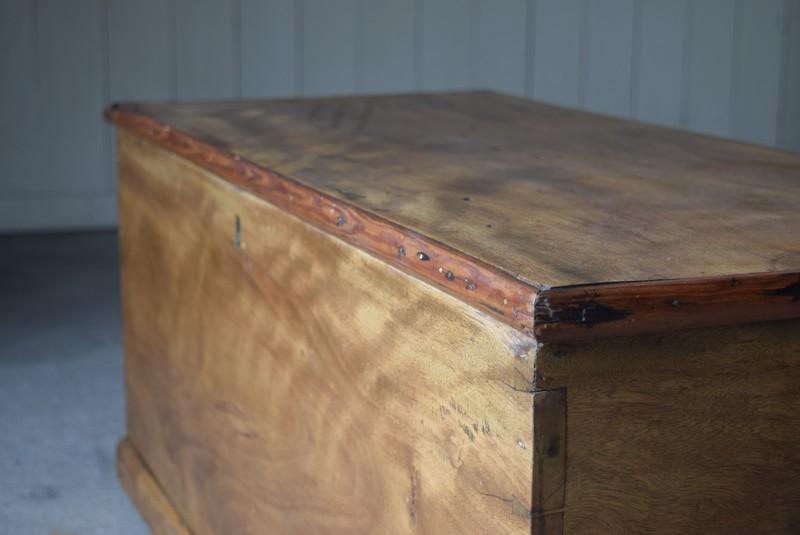 雰囲気の良いマホガニー材を使用,イギリス,アンティーク,トランク,木製,船トランク,収納,ローテーブル,ディスプレイ