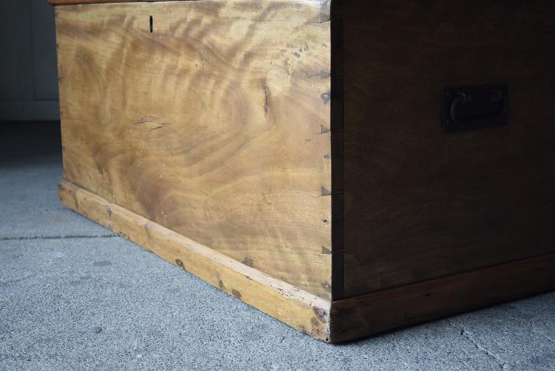 脚元,イギリス,アンティーク,トランク,木製,船トランク,収納,ローテーブル,ディスプレイ