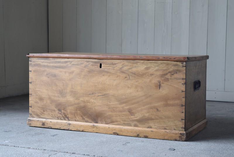 イギリス,アンティーク,トランク,木製,船トランク,収納,ローテーブル,ディスプレイ,飾り台