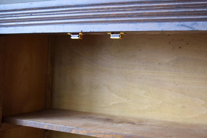 マグネット式で開閉もしやすい,アンティーク,食器棚,本棚,収納棚,本箱,ダイヤガラス,色硝子,引き出し,