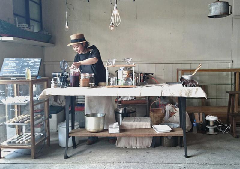 川越のピエニコタさんが古道具とケータリングで参加してくれました。