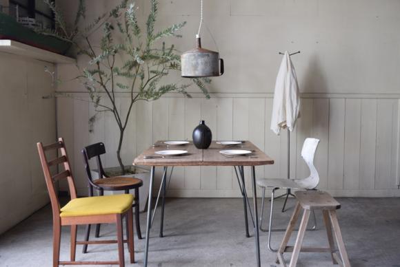 ふだん販売するために並ぶ家具類もイベントのために使われ什器になると、そのものの良さが一層際立ち、より生き生きと感じられました。