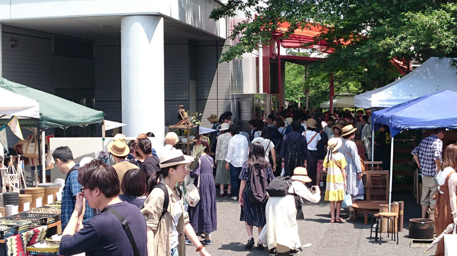 先週末は東京蚤の市、2日間皆さまありがとうございました。日頃取り扱っているアイテムを純粋な気持ちで見て、触れて感動していただけ、その皆さまの気持ちが心に響きました。