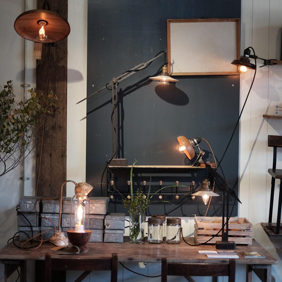 齋藤さんとは共同企画でリメイクランプを制作し、絶妙なフォルムが空間に馴染み、オブジェのように機能するきれいな照明ができました。