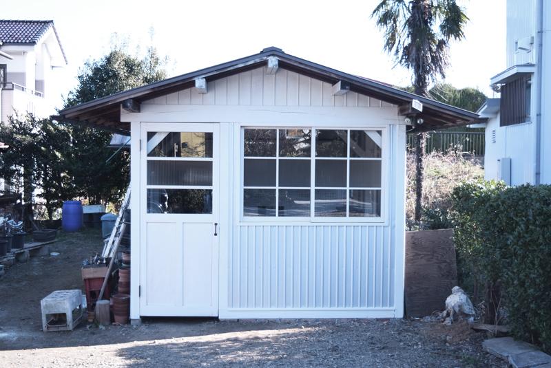 小屋のリフォーム、リノベーションでアンティークドアを取りつけました。