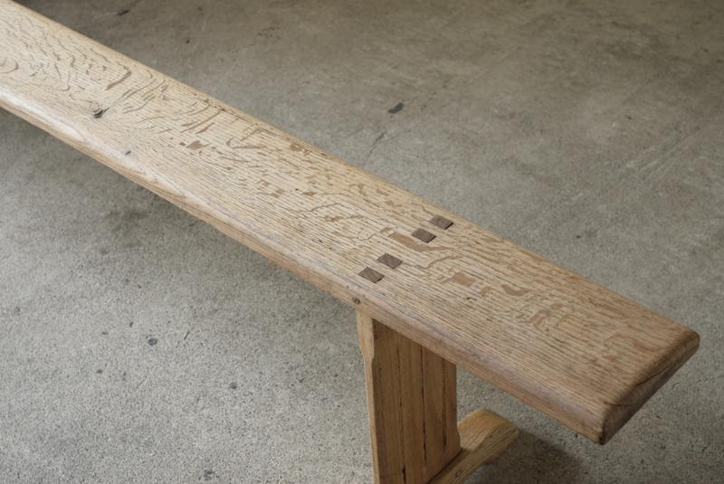 ホゾの造りや些細な装飾が良いアクセントになっています。