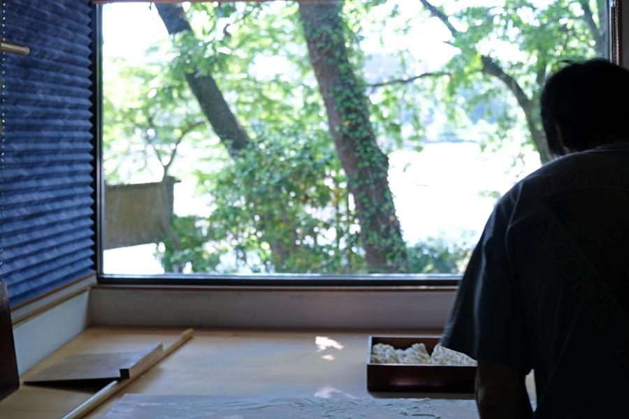 飯能の魅力が詰まった自然豊かなロケーションの飯能河原に5月29日(水)【うどん処くぬぎ】がオープンします。