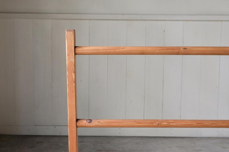 シェーカー家具の流れを汲んだデザインは暮らしに溶け込み、リネン類も暮らしの景色にしてくれるようです。