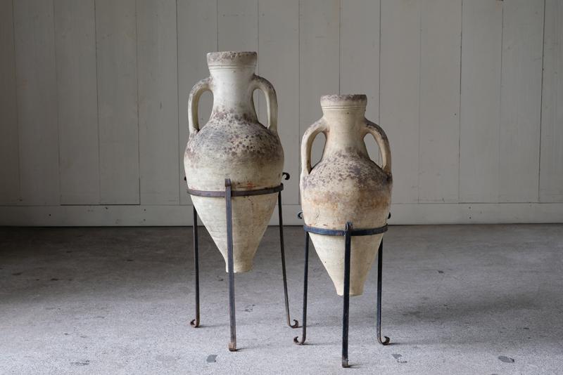 紀元前15世紀くらいから古代ギリシャで交易用に広く用いられてきたアンフォラです