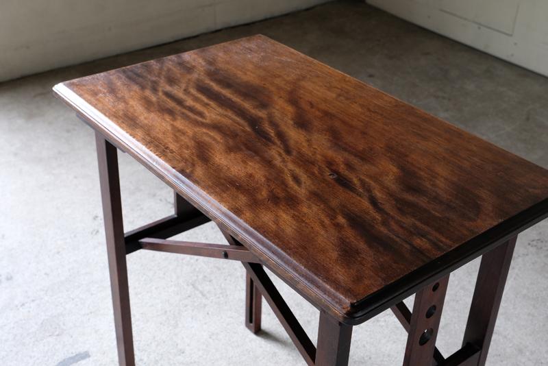 大正初期から昭和初期頃に作られた山葉(現ヤマハ)の文化テーブル。