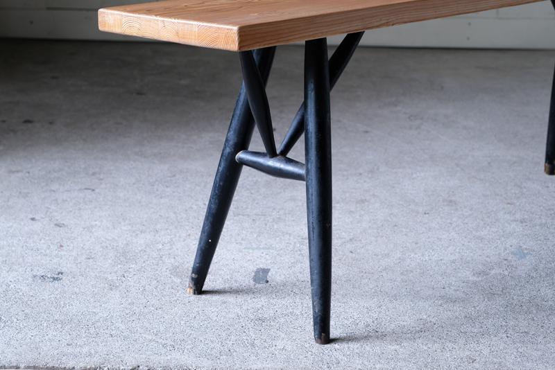 ピルッカベンチ独特の脚のデザイン