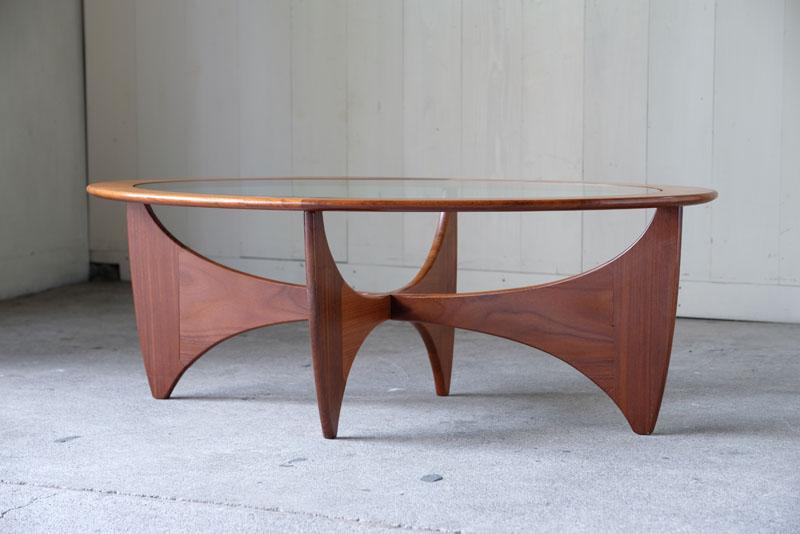 イギリスミッドセンチュリを代表するブランド、G-PLAN社製アストロテーブル。