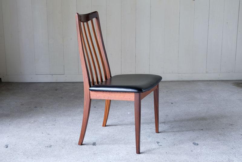 シンプルながら英国の老舗家具メーカーらしい品質の高い家具で知られています