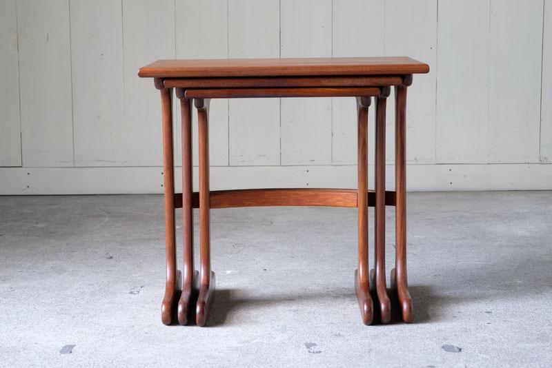イギリスヴィンテージ、G-PLAN製のネストテーブルで
