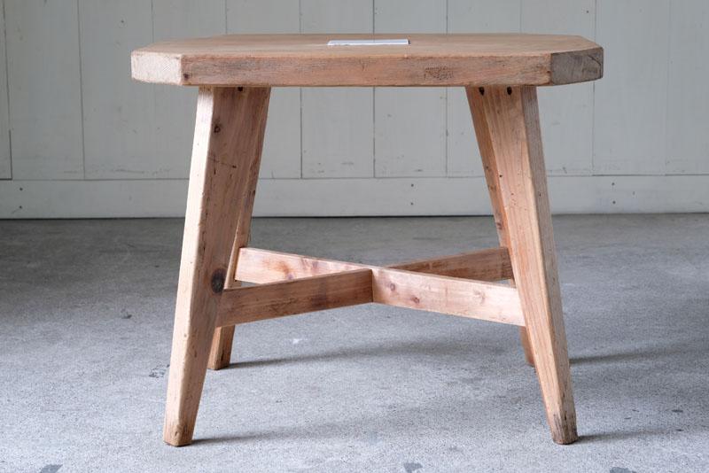 楢材の木の質感をそのままに活かした白木のテーブルです